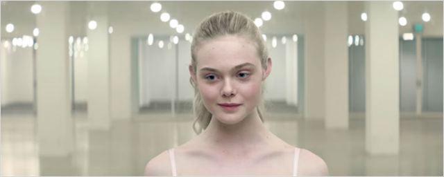 Festival de Cannes 2016: Elle Fanning conhece o mundo da moda em duas cenas de The Neon Demon
