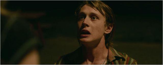 Exclusivo: Romance adolescente vira uma cena constrangedora em clipe de Capitão Fantástico