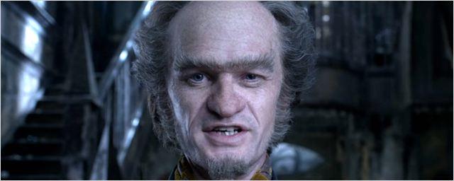 Conde Olaf maltrata os irmãos Baudelaire por diversão no trailer legendado de Desventuras em Série