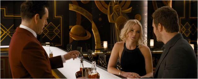 Flertes, elogios e um garçom robô no primeiro encontro de Chris Pratt e Jennifer Lawrence em Passageiros