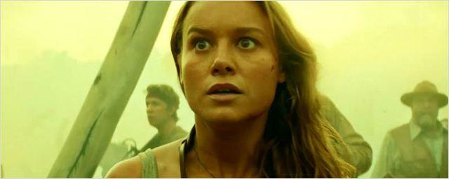Brie Larson se aproxima de King Kong em banner de A Ilha da Caveira