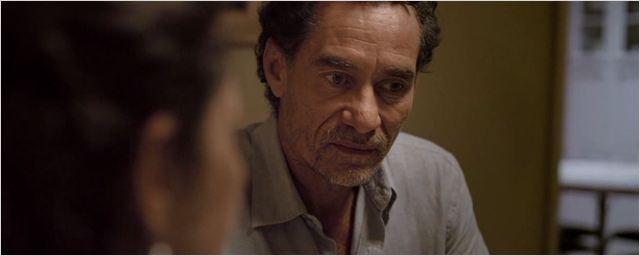 Exclusivo: Chico Diaz tem jantar indigesto em cena do drama familiar Travessia