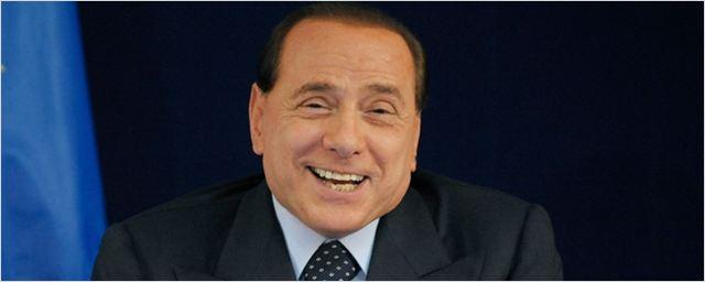 Paolo Sorrentino volta atrás e fará cinebiografia de Berlusconi com Toni Servillo