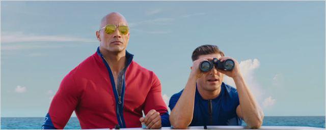 """Baywatch: Dwayne Johnson e Zac Efron têm um estranho """"instinto"""" para o perigo em novo trailer"""