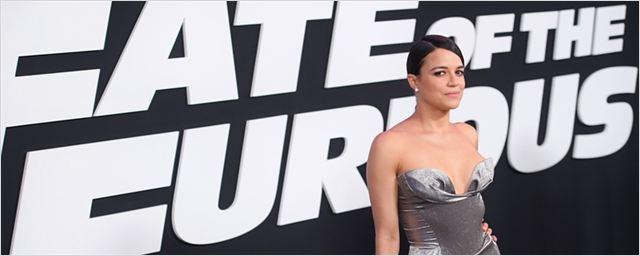 """Michelle Rodriguez ameaça deixar a franquia Velozes & Furiosos caso não haja """"mais amor às mulheres"""""""