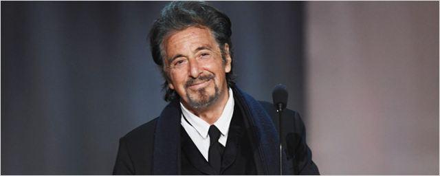 Al Pacino aparece caracterizado de lenda do futebol americano em foto de telefilme da HBO