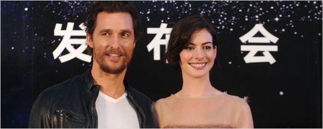 Matthew McConaughey e Anne Hathaway retomam parceria na primeira imagem de Serenity
