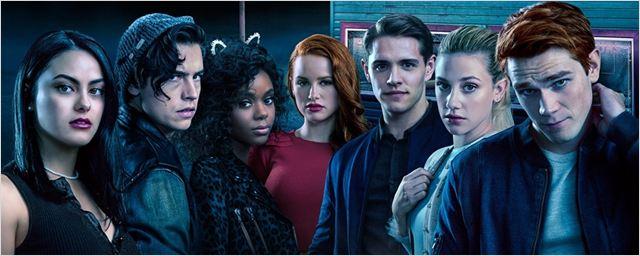 Riverdale: Protagonistas surgem como os próprios pais em imagens de episódio em flashback