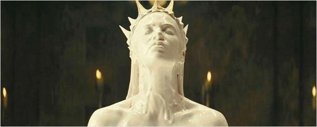 Filmes na TV: Hoje tem Branca de Neve e o Caçador e A Família Addams