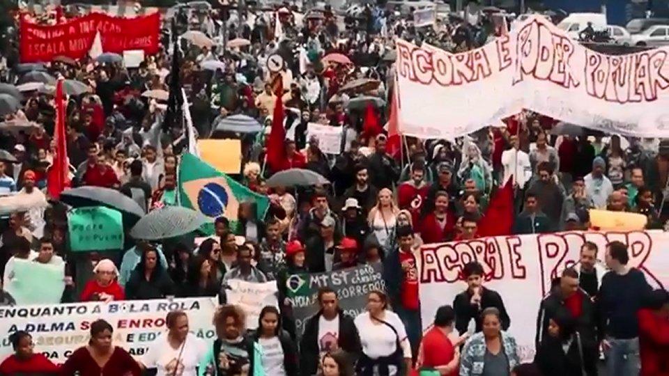 Junho - O Mês que Abalou o Brasil (2014) Torrent Nacional ...