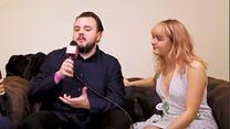 Entrevista com Maisie Williams e John Bradley