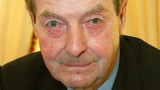Morre o britânico Guy Hamilton, diretor da série 007