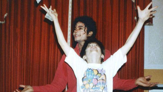 Deixando Neverland: Fã-clube francês de Michael Jackson abre processo contra acusadores do filme