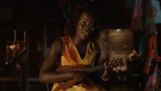 Lupita Nyong'o protege criancinhas de zumbis no trailer de Little Monsters