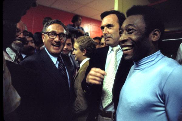 O Mundo aos Seus Pés : Foto John Dower, Paul Crowder, Pelé