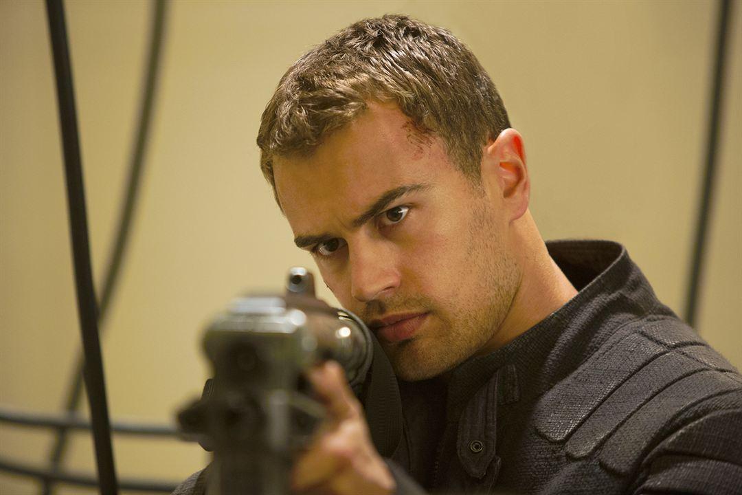 A Série Divergente: Insurgente: Theo James