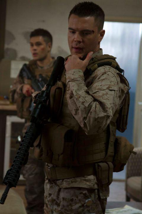 Soldado Anônimo 3 - O Cerco: Charlie Weber, Erik Valdez
