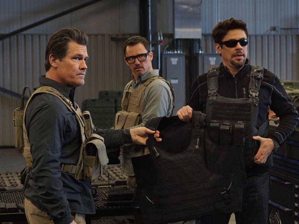 Sicario: Dia do Soldado : Foto Benicio Del Toro, Jeffrey Donovan, Josh Brolin