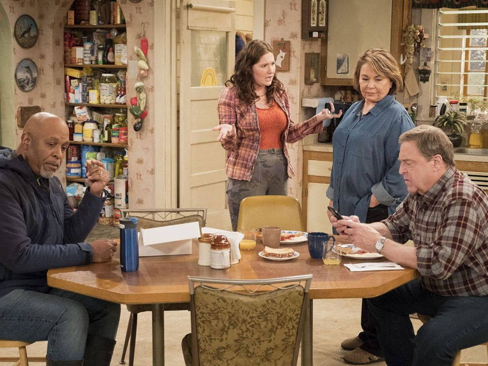 Foto Emma Kenney, James Pickens Jr., John Goodman, Roseanne Barr