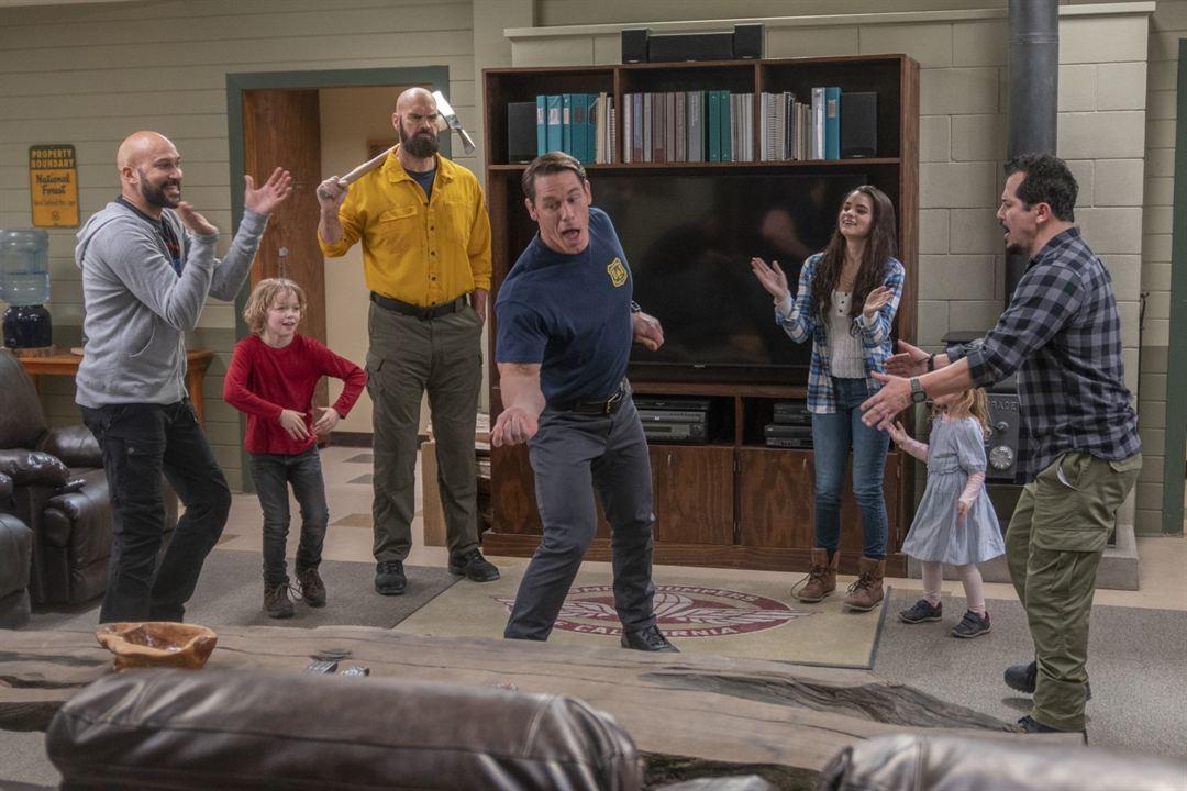 Brincando com Fogo : Foto Brianna Hildebrand, Christian Convery, Finley Rose Slater, John Cena, John Leguizamo