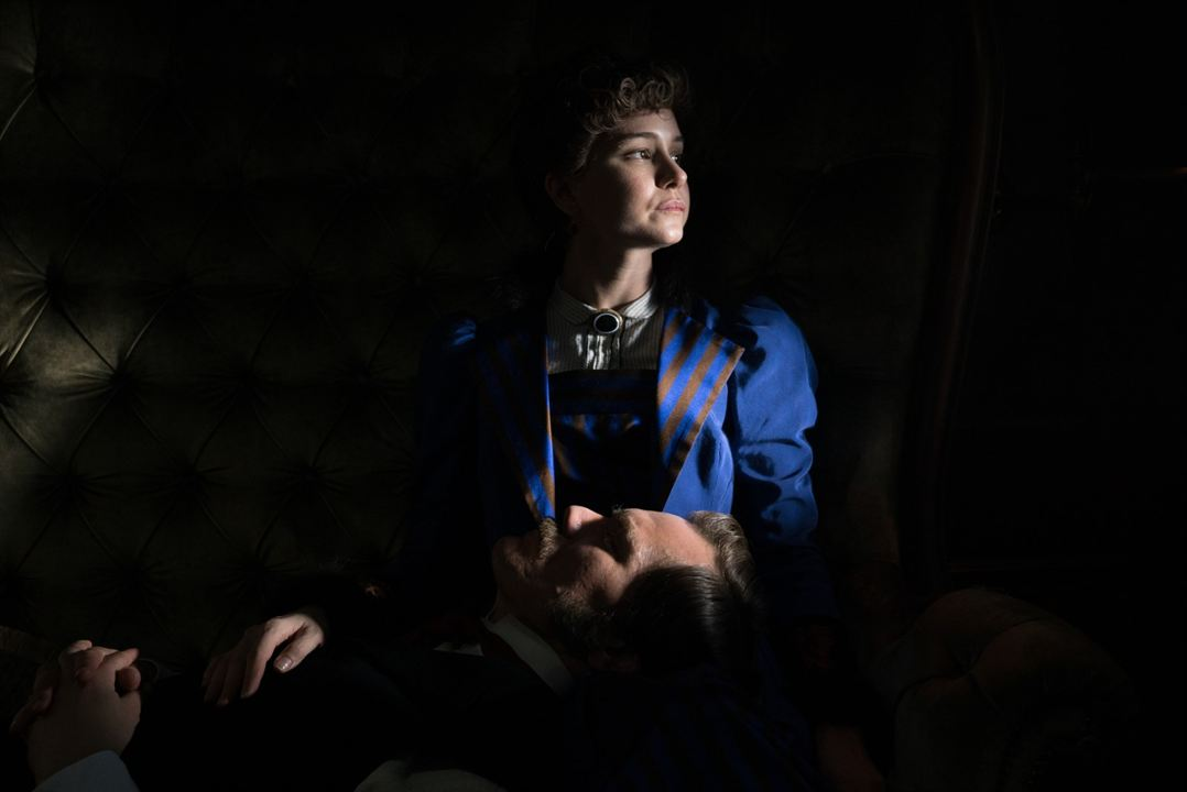 A Batalha das Correntes : Foto Katherine Waterston