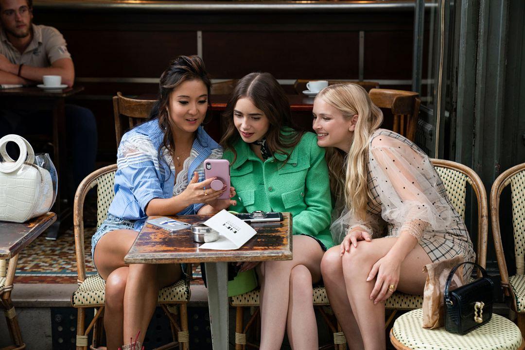 Foto Ashley Park, Camille Razat, Lily Collins